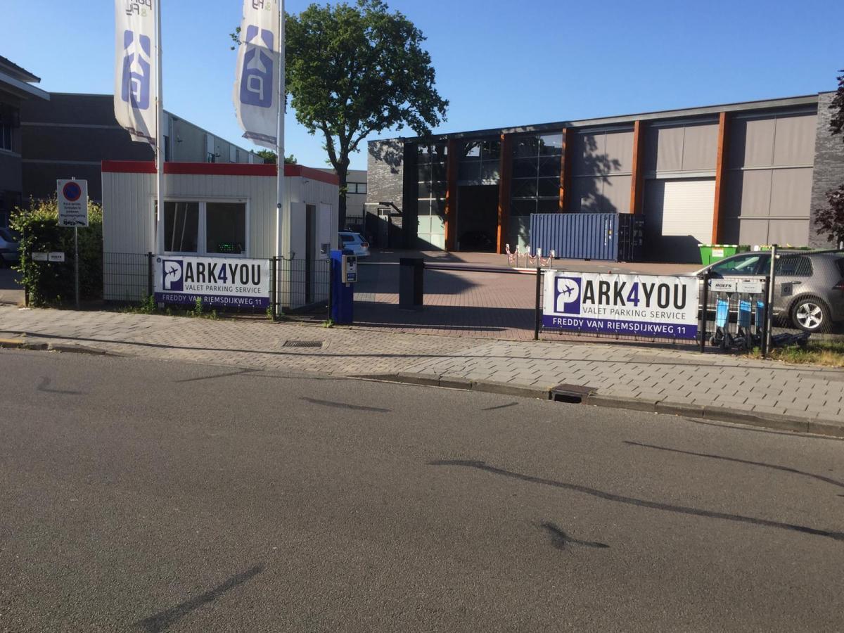 Valet-Parking Park4You Eindhoven – Valet Outside