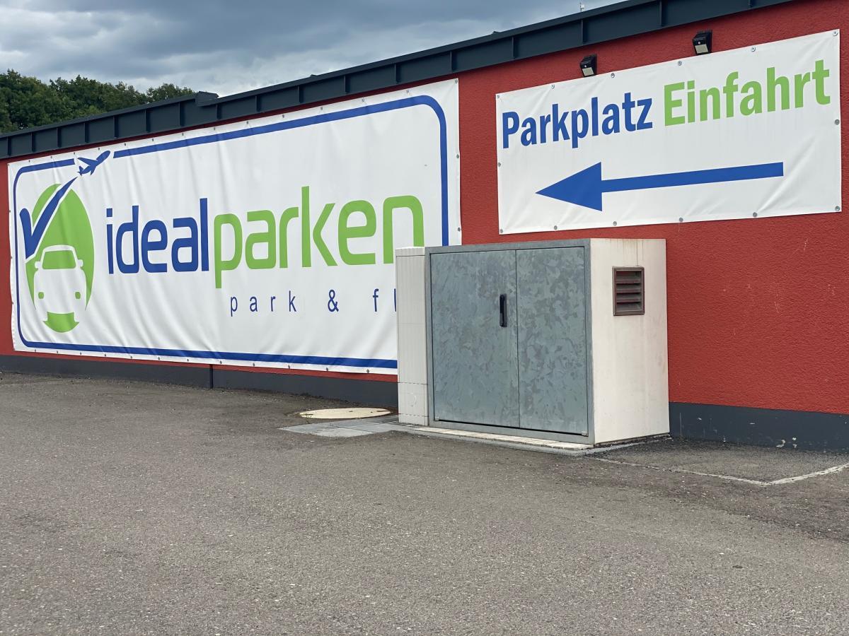 Außenparkplatz idealparken Shuttle Service