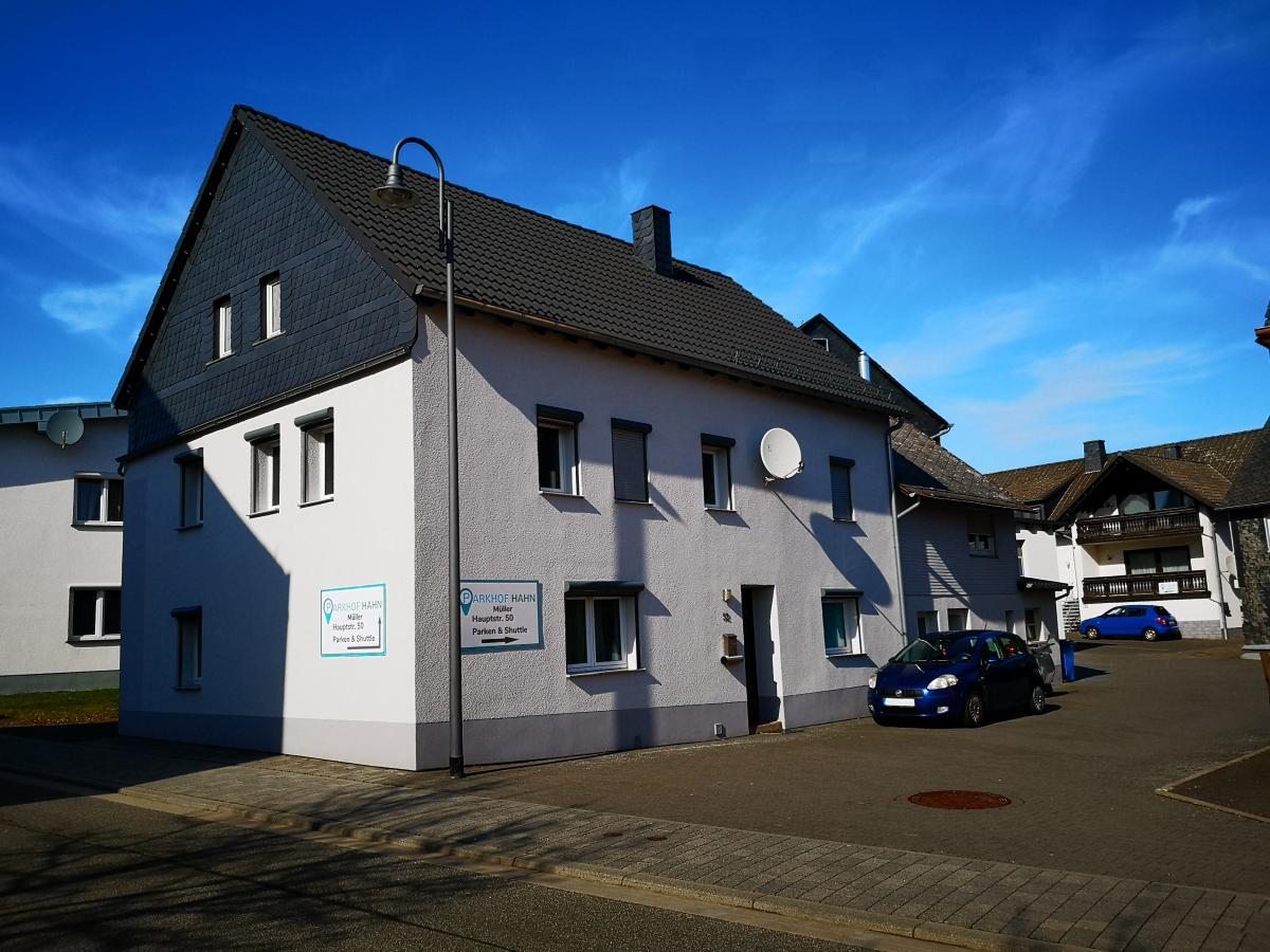 Außenparkplatz Parkhof Hahn